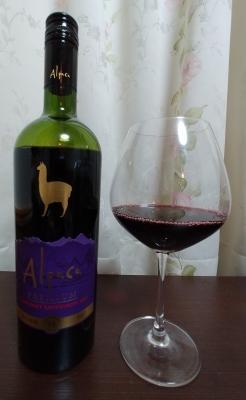 wine-alpaca-bottle and glass