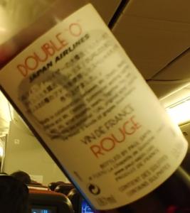 """飛行機内で撮影した「DOUBLE""""O""""」のラベル裏"""